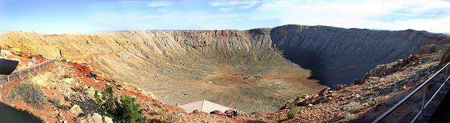 Cratère de météorite en Arizona pour évoquer le cratère de Chichulub